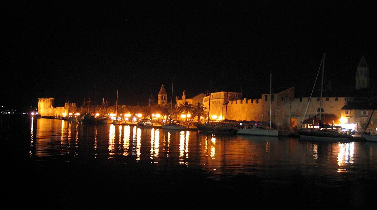 Trogir_by_Night_3._-_panoramio